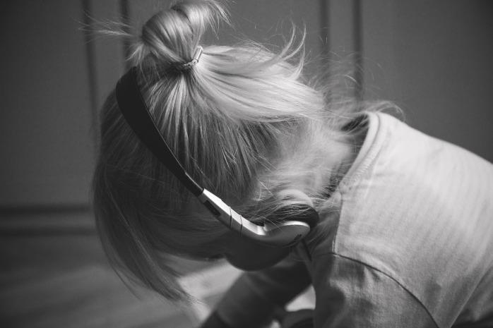 girl-2605433_1920